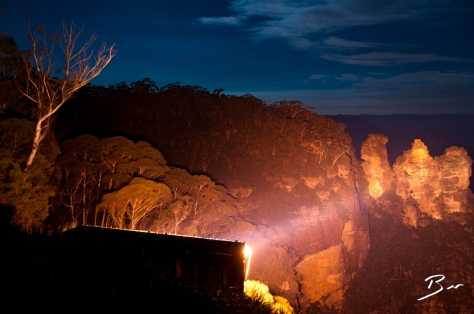 three sisters by night