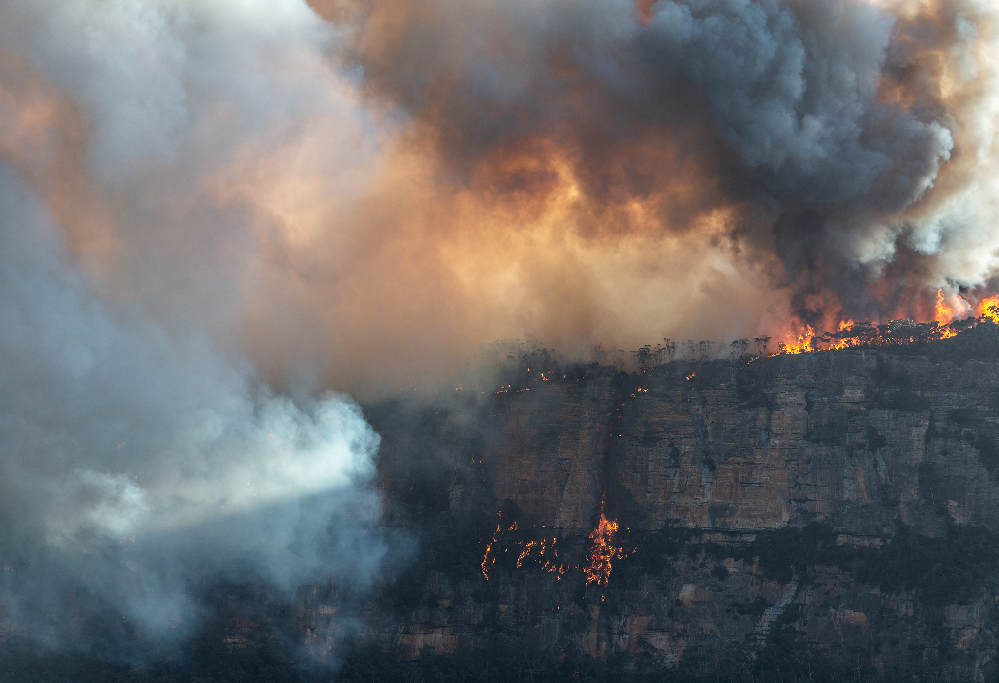 Narrowneck plateau fire- web 2048