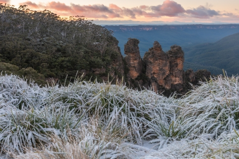 Snowfall in the Blue Mountains- Three Sisters